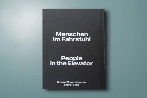 Menschen im Fahrstuhl / People in the Elevator